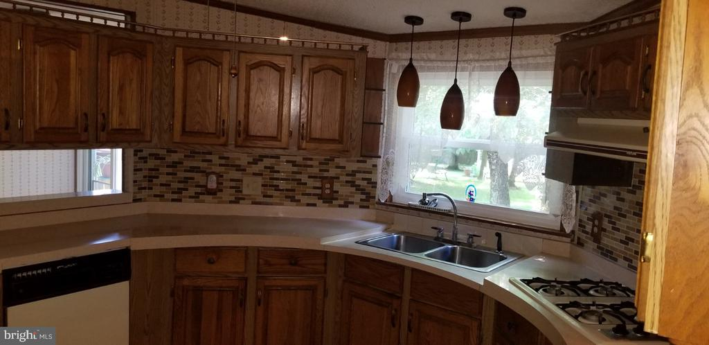 Gorgeous kitchen pendant lights! - 31837 ZOAR RD, LOCUST GROVE