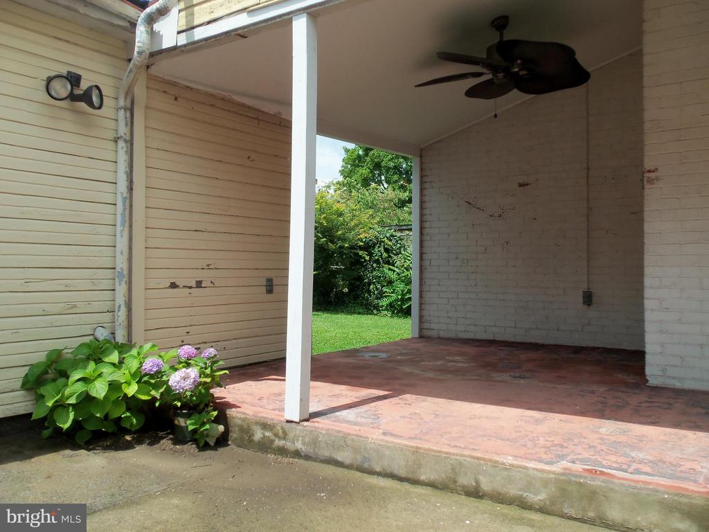 Patio and Covered Breezeway leading to back yard - 120 N MAPLE AVE, MARTINSBURG