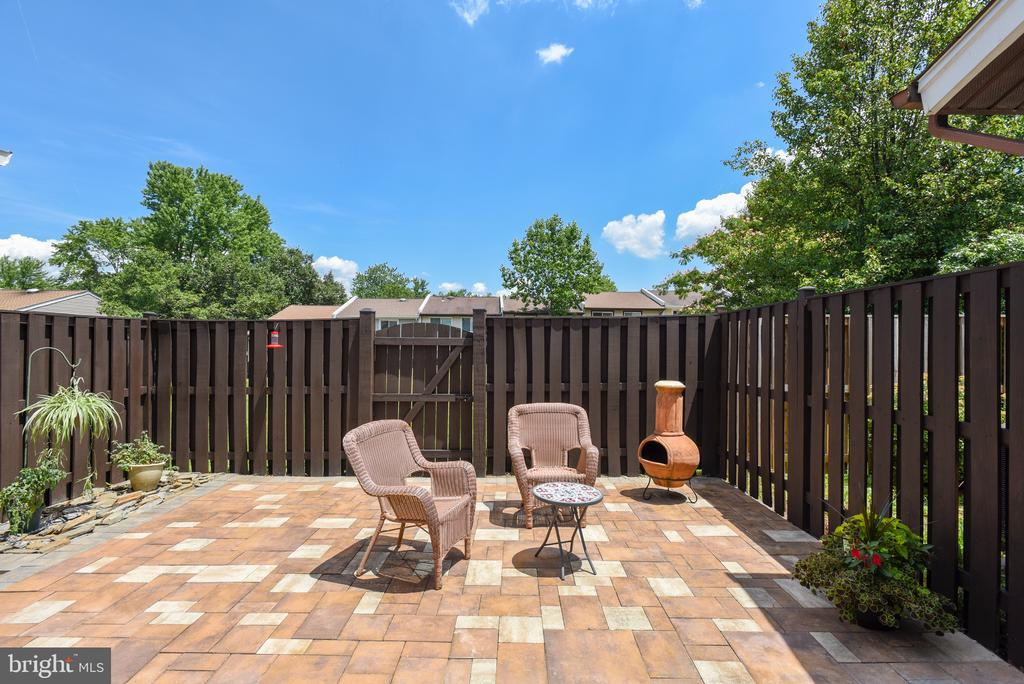 Maintenance-free backyard. - 24 SIMEON LN, STERLING
