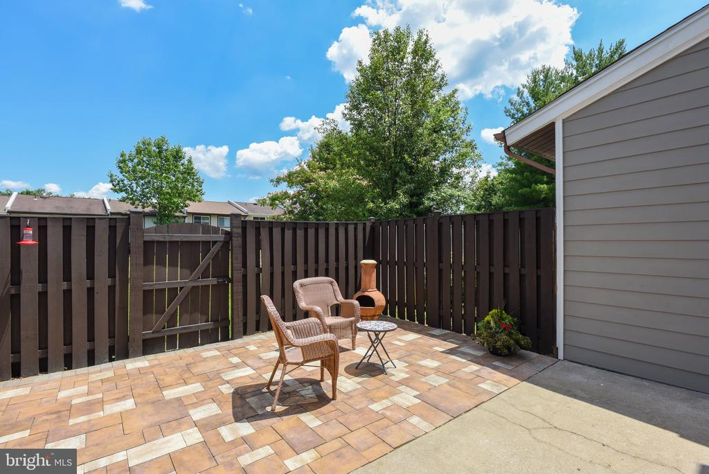 Attractive backyard patio. - 24 SIMEON LN, STERLING