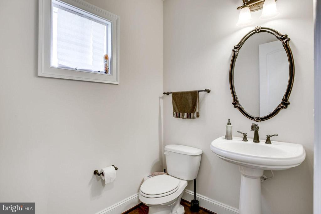 Half Bath on Main Level - 42394 MADTURKEY RUN PL, CHANTILLY