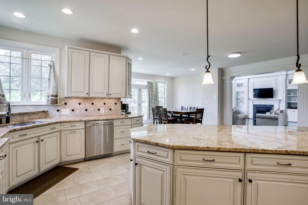 Kitchen View - 42394 MADTURKEY RUN PL, CHANTILLY
