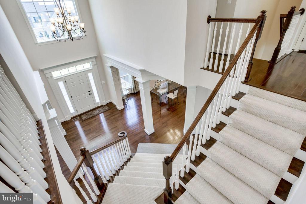 Upper Level looking onto Foyer - 42394 MADTURKEY RUN PL, CHANTILLY