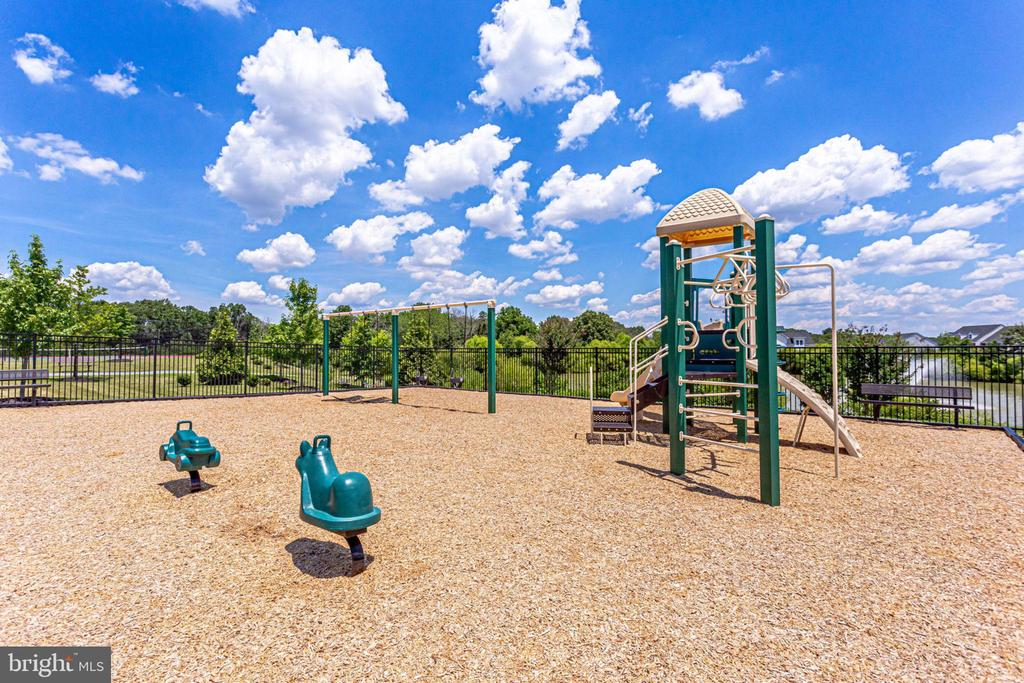 Tot lot/playground close by - 42394 MADTURKEY RUN PL, CHANTILLY