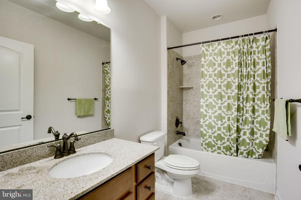 Lower Level Full Bath #5 - 42394 MADTURKEY RUN PL, CHANTILLY