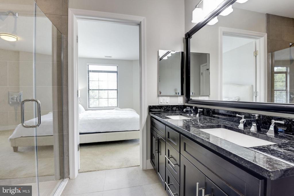Master Bath - 2702 LEE HWY #2B, ARLINGTON