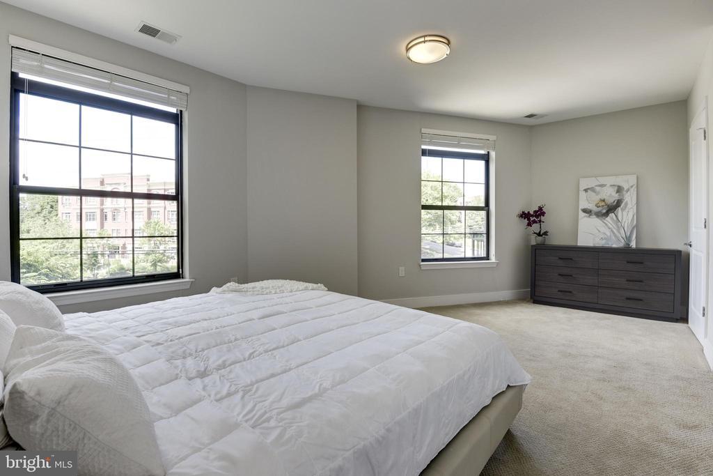 Master Bedroom - 2702 LEE HWY #2B, ARLINGTON