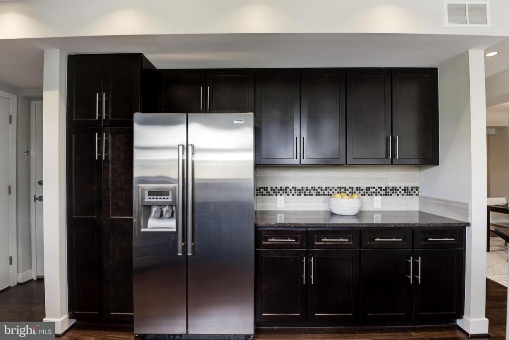 Chefs Kitchen w/ Viking appliances! - 2702 LEE HWY #2B, ARLINGTON