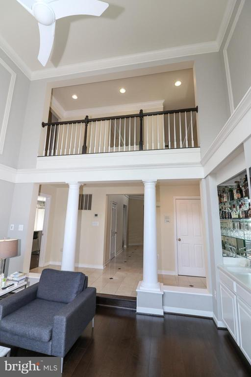 Two story ceilings to open upper level foyer - 20456 TAPPAHANNOCK PL, STERLING