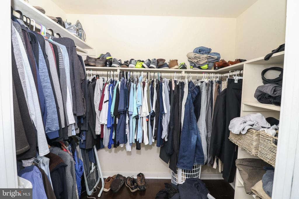 Master walk in closet - 20456 TAPPAHANNOCK PL, STERLING