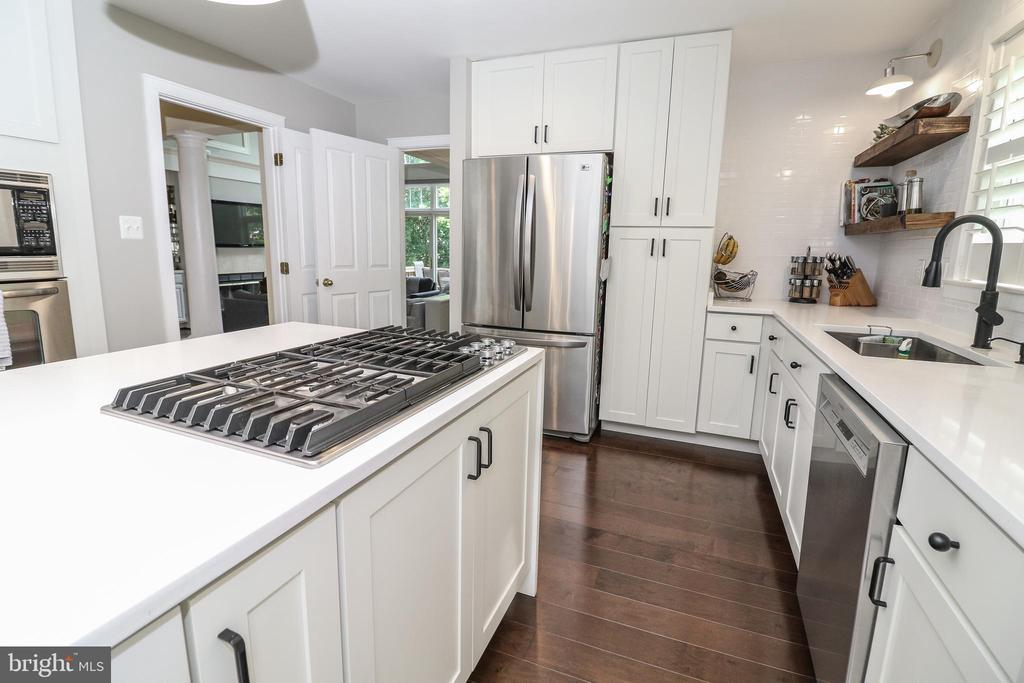 Recently remodeled kitchen with stainless appls - 20456 TAPPAHANNOCK PL, STERLING