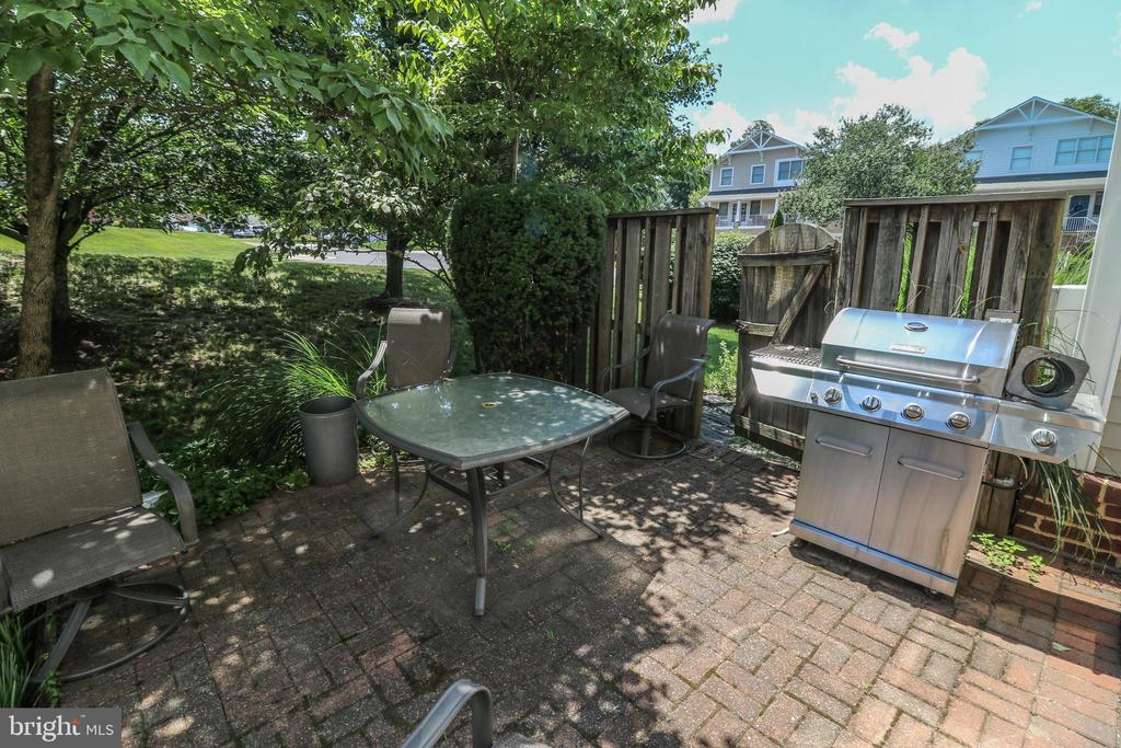 Side deck off of the kitchen - 20456 TAPPAHANNOCK PL, STERLING