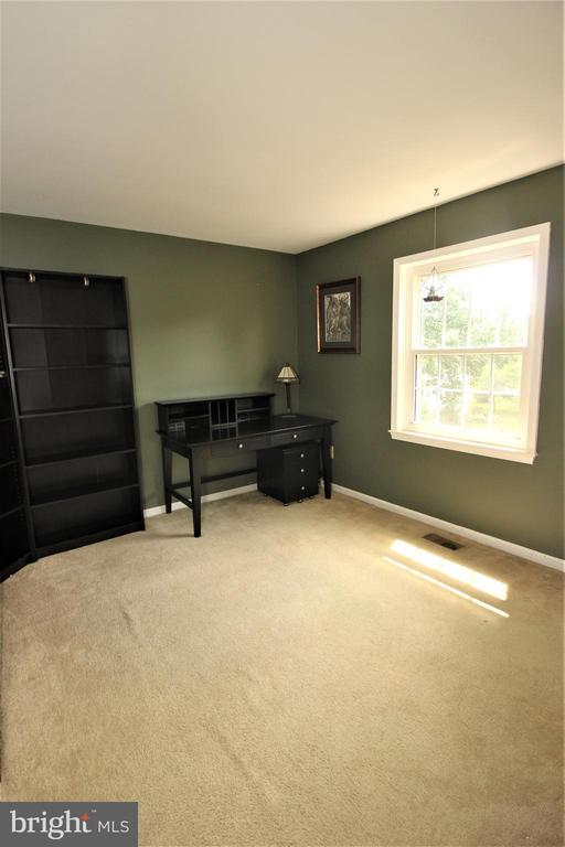 Generous Sized 3rd Bedroom - 1140 BANDY RUN RD, HERNDON