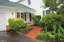 Lush Landscape & Brick Walkway - 1140 BANDY RUN RD, HERNDON