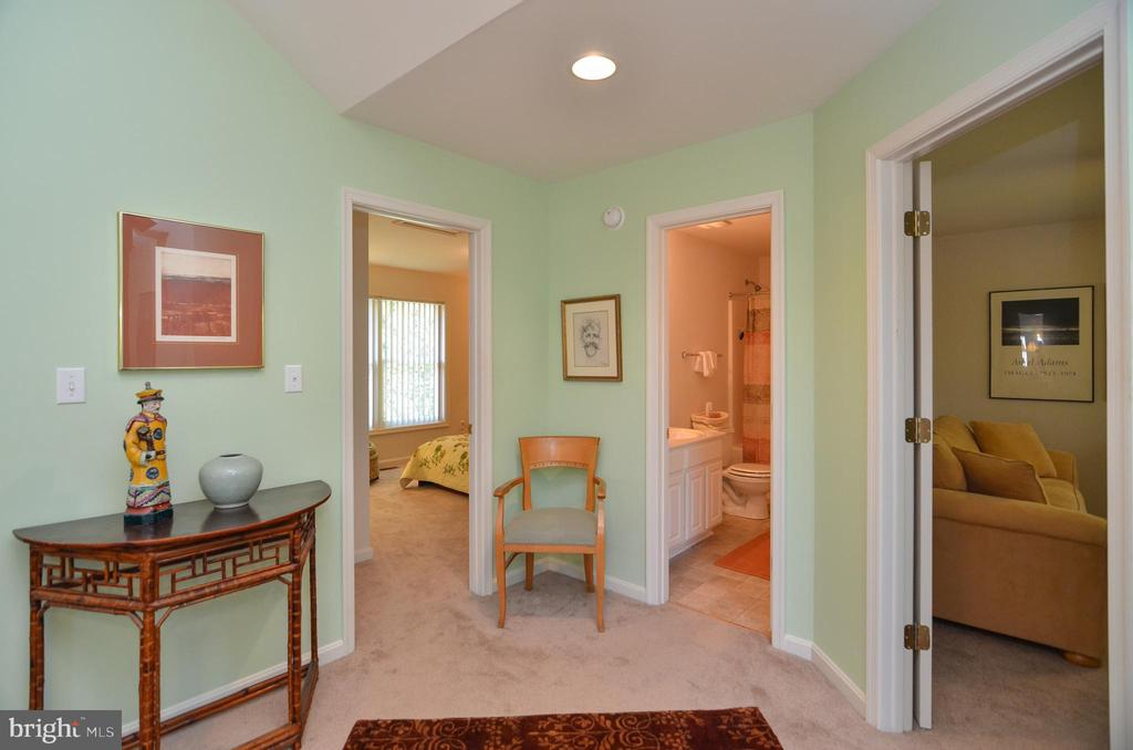 View leading to 2 other main level bedrooms & bath - 15012 DOVEY RD, SPOTSYLVANIA
