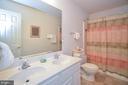 Upstairs hall full bath - 15012 DOVEY RD, SPOTSYLVANIA
