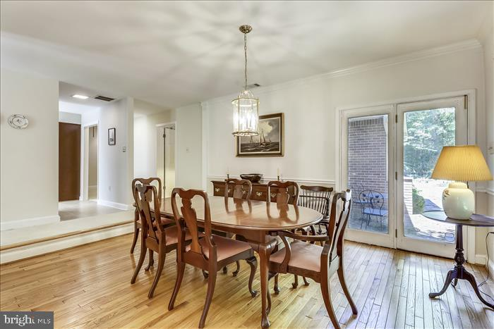 Formal dining room w/ outdoor access - 5916 HALLOWING DR, LORTON
