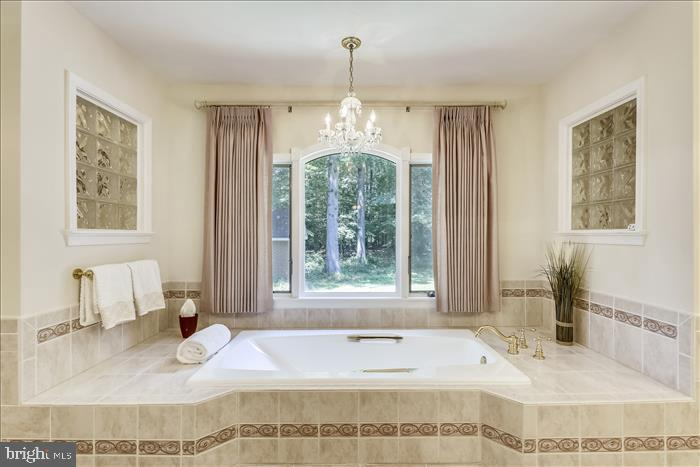 Relax in your soaking tub - 5916 HALLOWING DR, LORTON