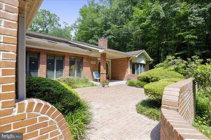 Beautiful brick front entrance - 5916 HALLOWING DR, LORTON