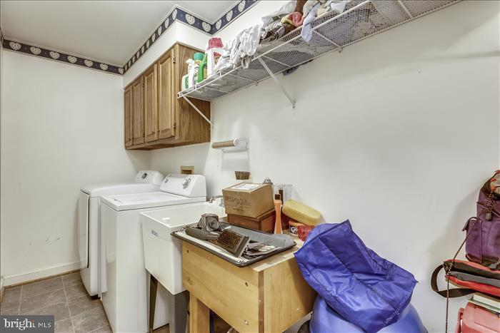 Laundry room/mud room - 5916 HALLOWING DR, LORTON