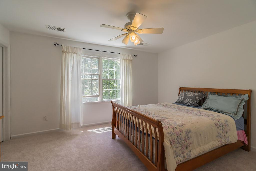Bedroom 3 with Bathroom (Princess Suite) - 25969 DONOVAN DR, CHANTILLY