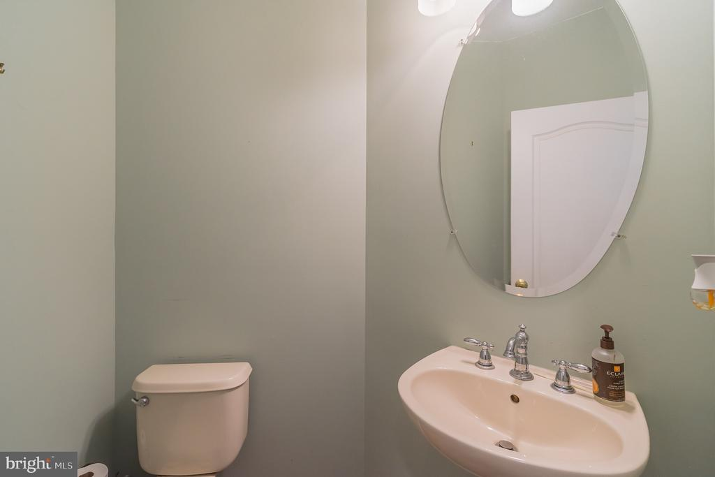 Powder Room / Main Level - 25969 DONOVAN DR, CHANTILLY