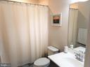 Full bath! - 215 LANDING DR, FREDERICKSBURG
