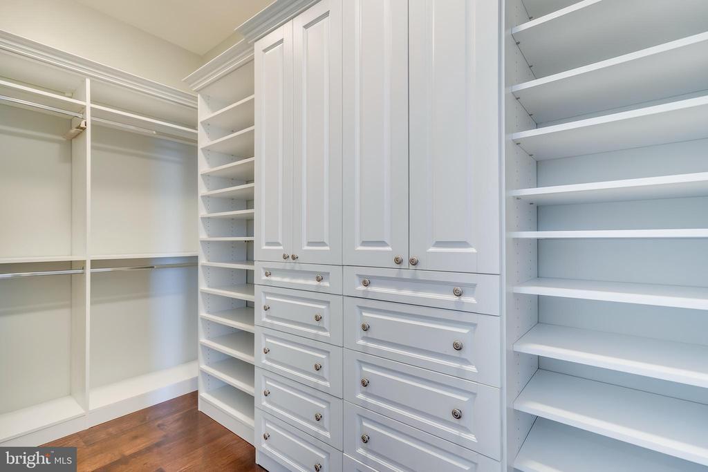 Spacious Master Walk-in Closet - 1881 N NASH ST #PH08, ARLINGTON