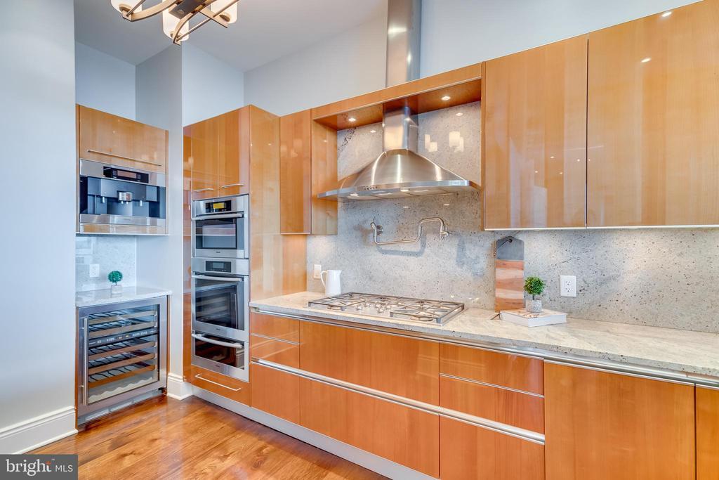 Gourmet Kitchen - 1881 N NASH ST #PH08, ARLINGTON