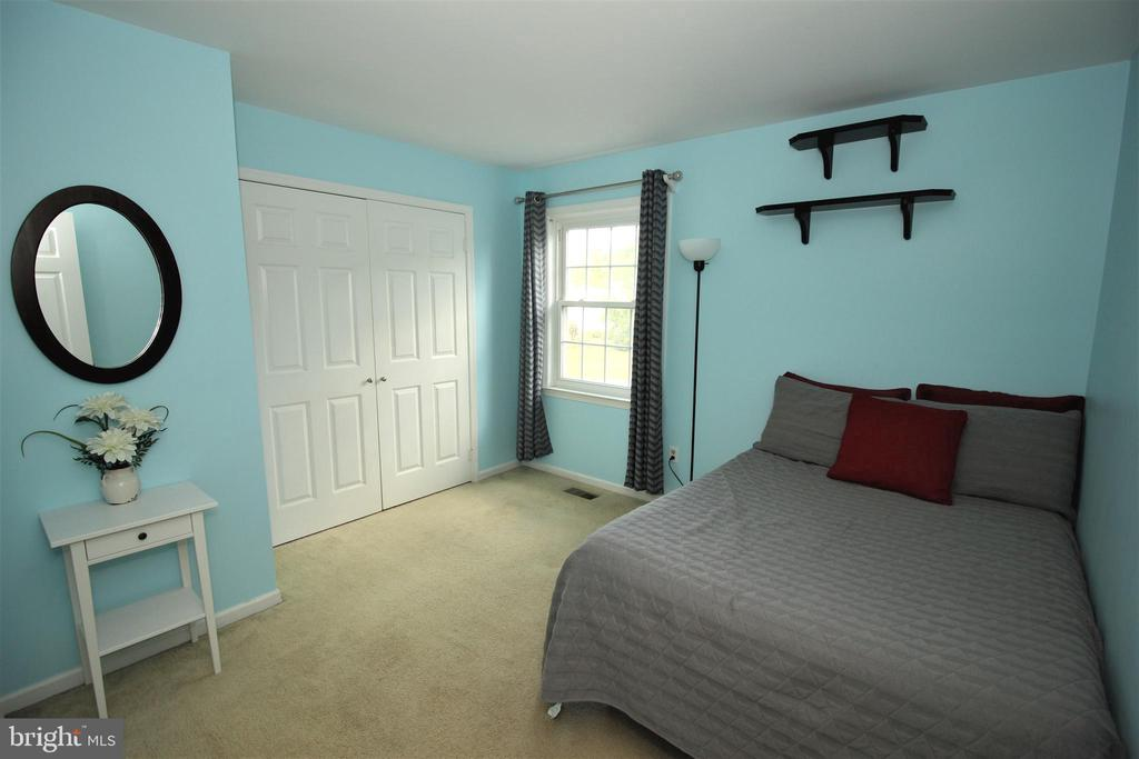 Generous Sized 2nd Bedroom - 1140 BANDY RUN RD, HERNDON
