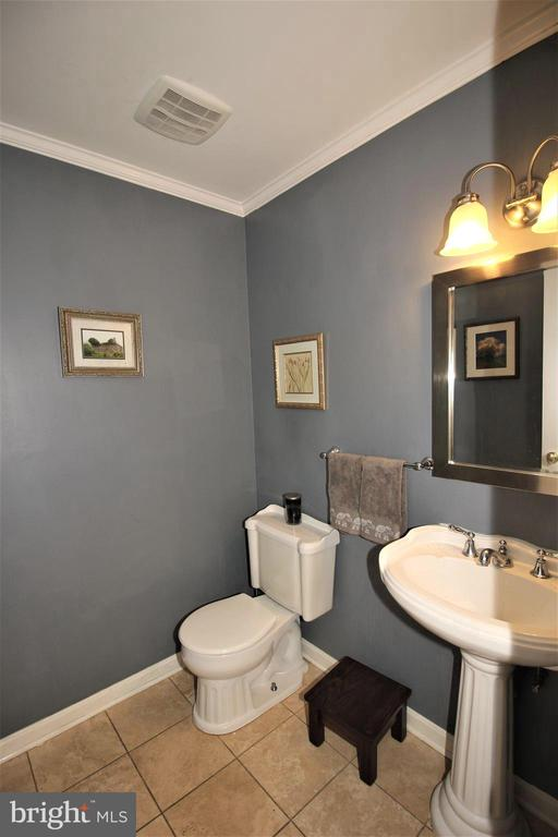 ML Powder Room - 1140 BANDY RUN RD, HERNDON