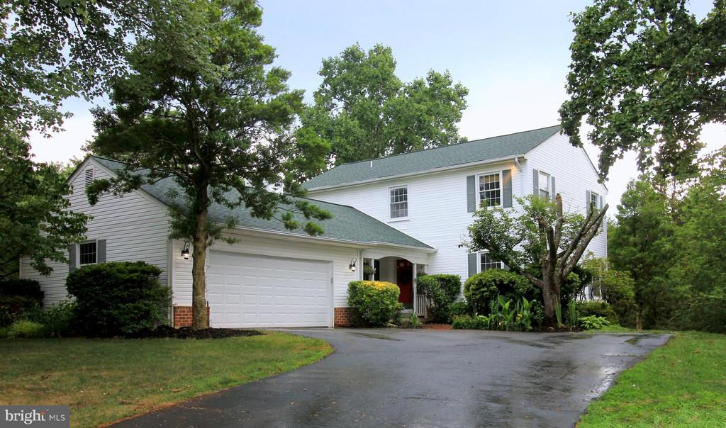 Beautiful Colonial in LANGLEY HS District - 1140 BANDY RUN RD, HERNDON