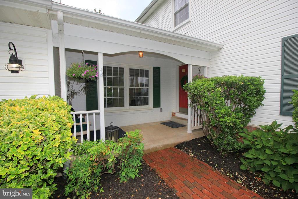 Welcoming Southern Charm - 1140 BANDY RUN RD, HERNDON