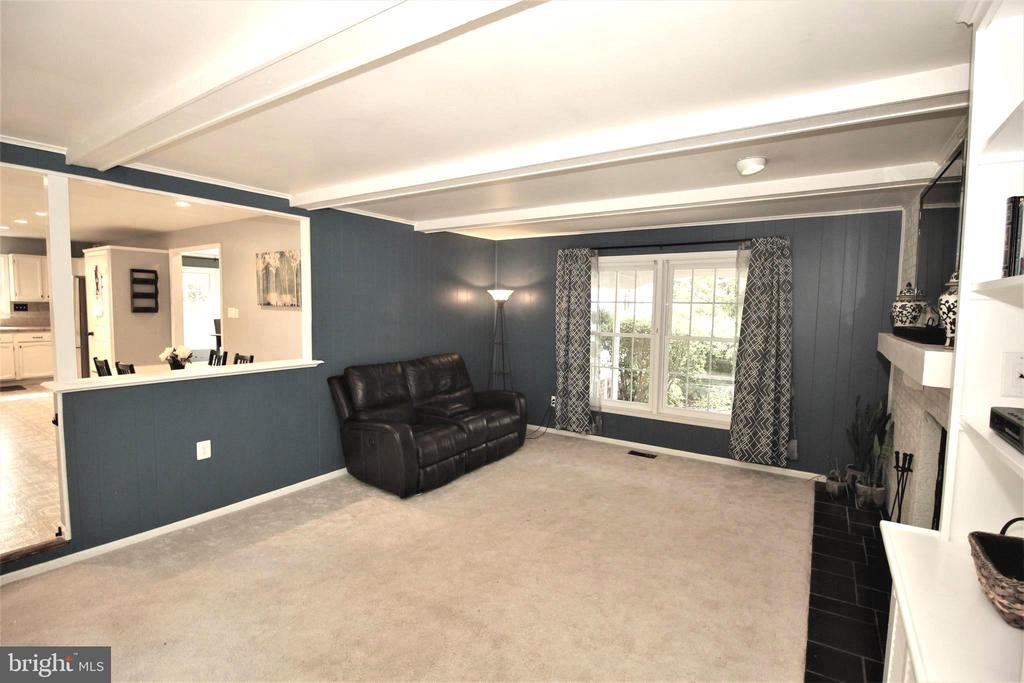 Cozy Family Room - 1140 BANDY RUN RD, HERNDON