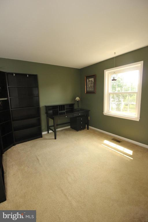 Generous Sized 4th Bedroom - 1140 BANDY RUN RD, HERNDON