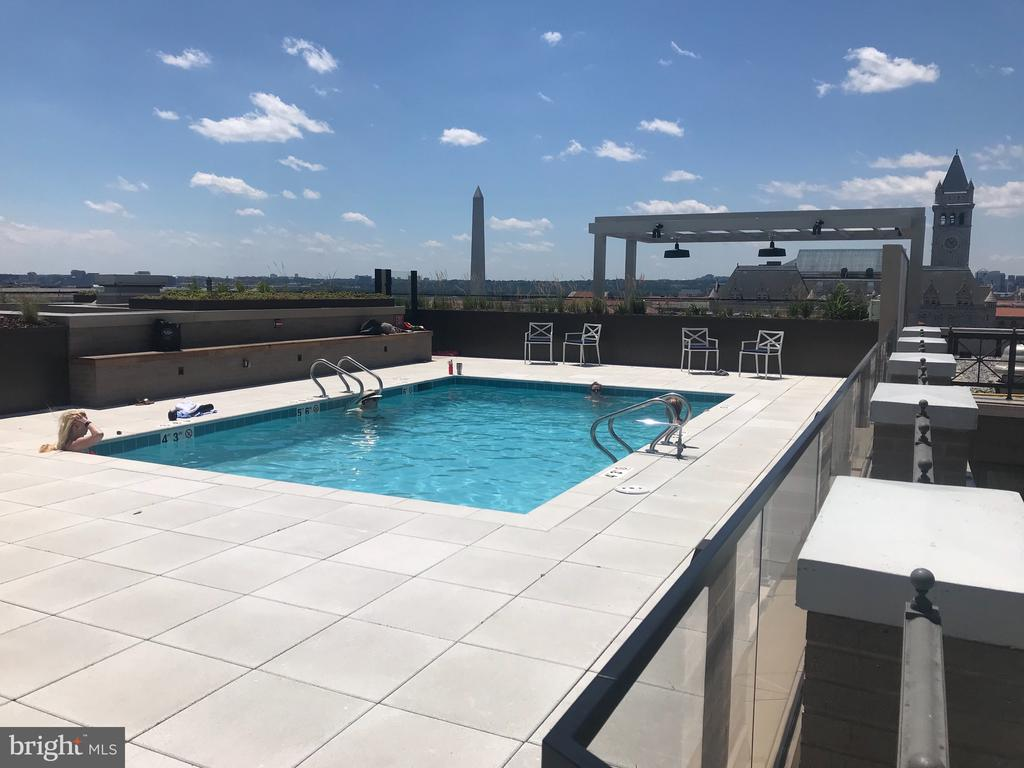 Breathtaking views from the pool - 801 PENNSYLVANIA AVE NW #1207, WASHINGTON