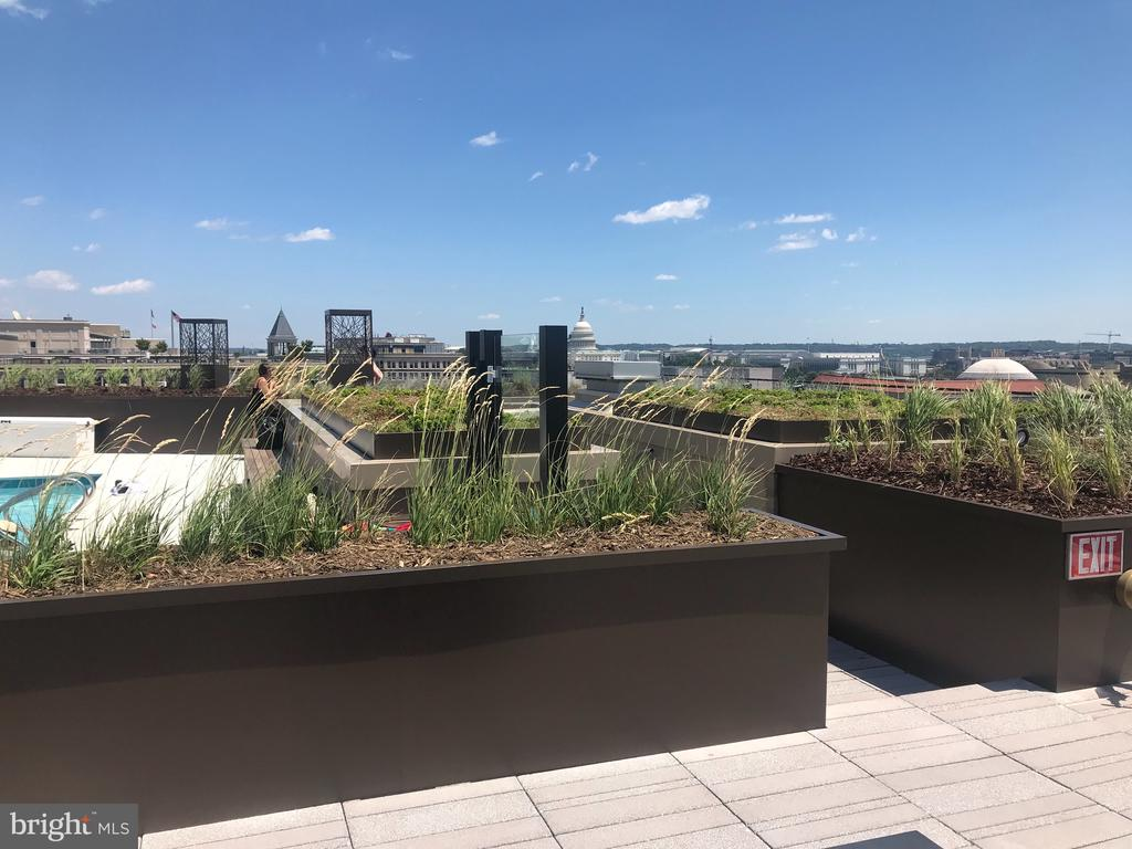 Rooftop views and lounge areas - 801 PENNSYLVANIA AVE NW #1207, WASHINGTON