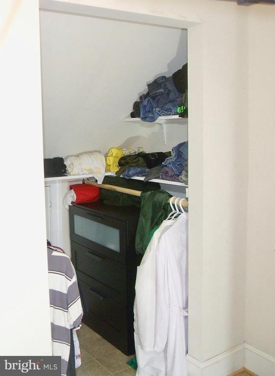 Walk-in closet! - 20 EDISON LN, FREDERICKSBURG