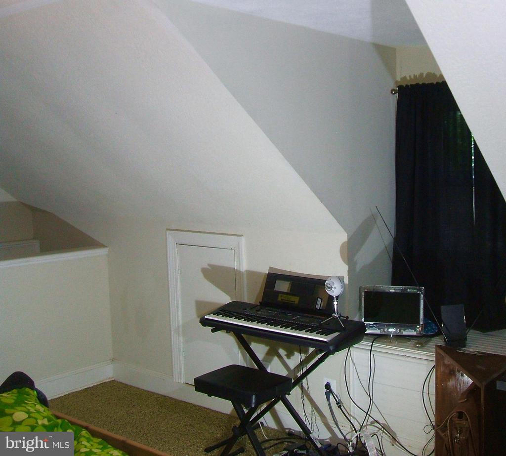 plenty of light/room... - 20 EDISON LN, FREDERICKSBURG