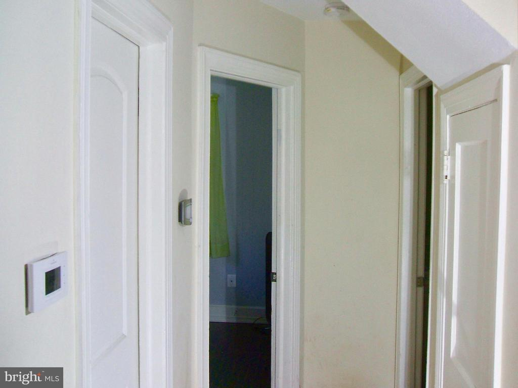 First floor hallway w/ BR on both sides! - 20 EDISON LN, FREDERICKSBURG