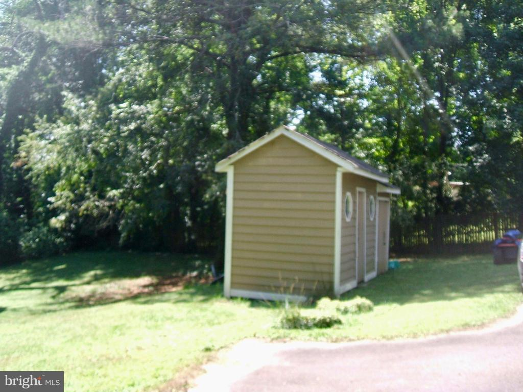 ...with enclosed shed! - 20 EDISON LN, FREDERICKSBURG