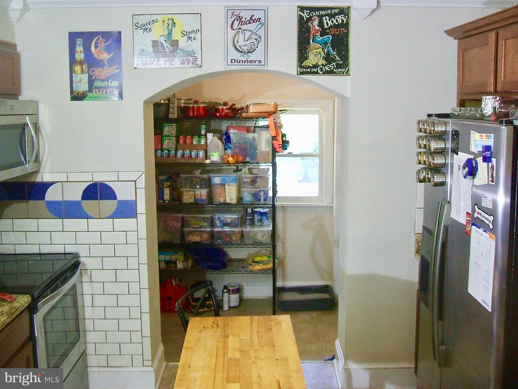 walk in pantry/W&D connections and side Door - 20 EDISON LN, FREDERICKSBURG
