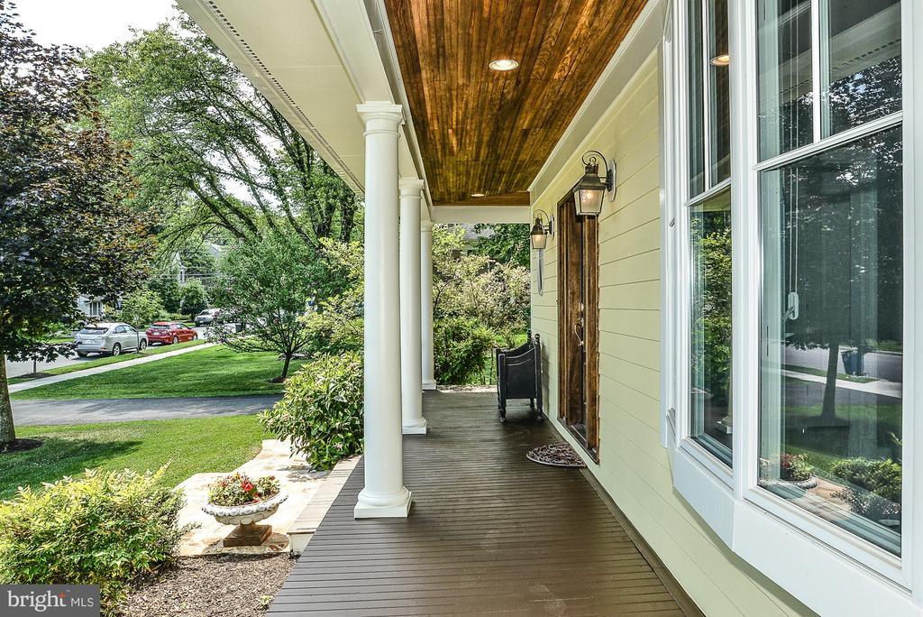 Cedar Front & Side Porch, Pine Porch Ceiling - 511 SPRING ST SE, VIENNA