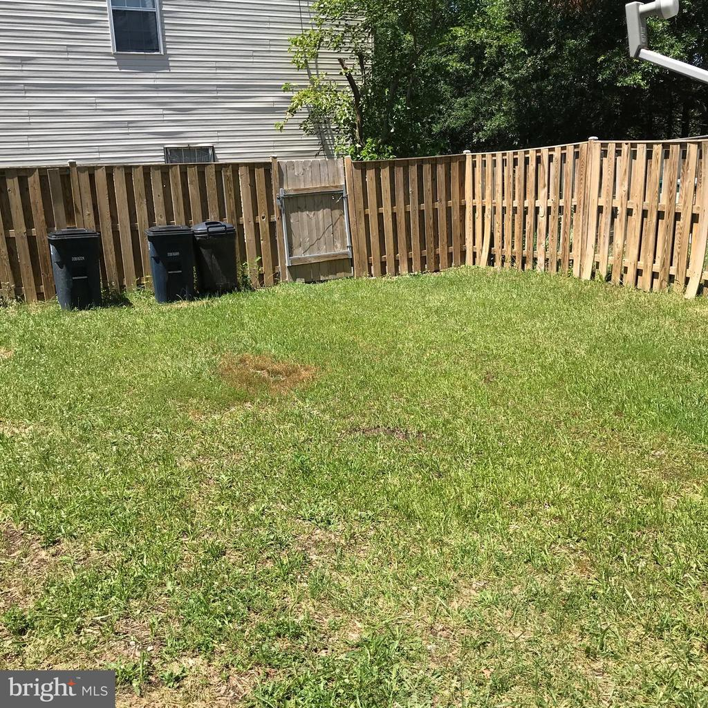 Fenced in backyard - 5910 S HIL MAR CIR, DISTRICT HEIGHTS