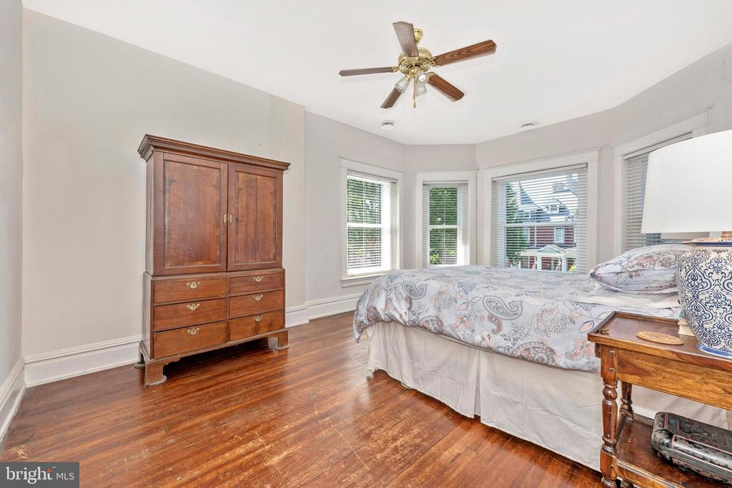 Huge bow/bay windows! - 203 ROCKWELL TER, FREDERICK
