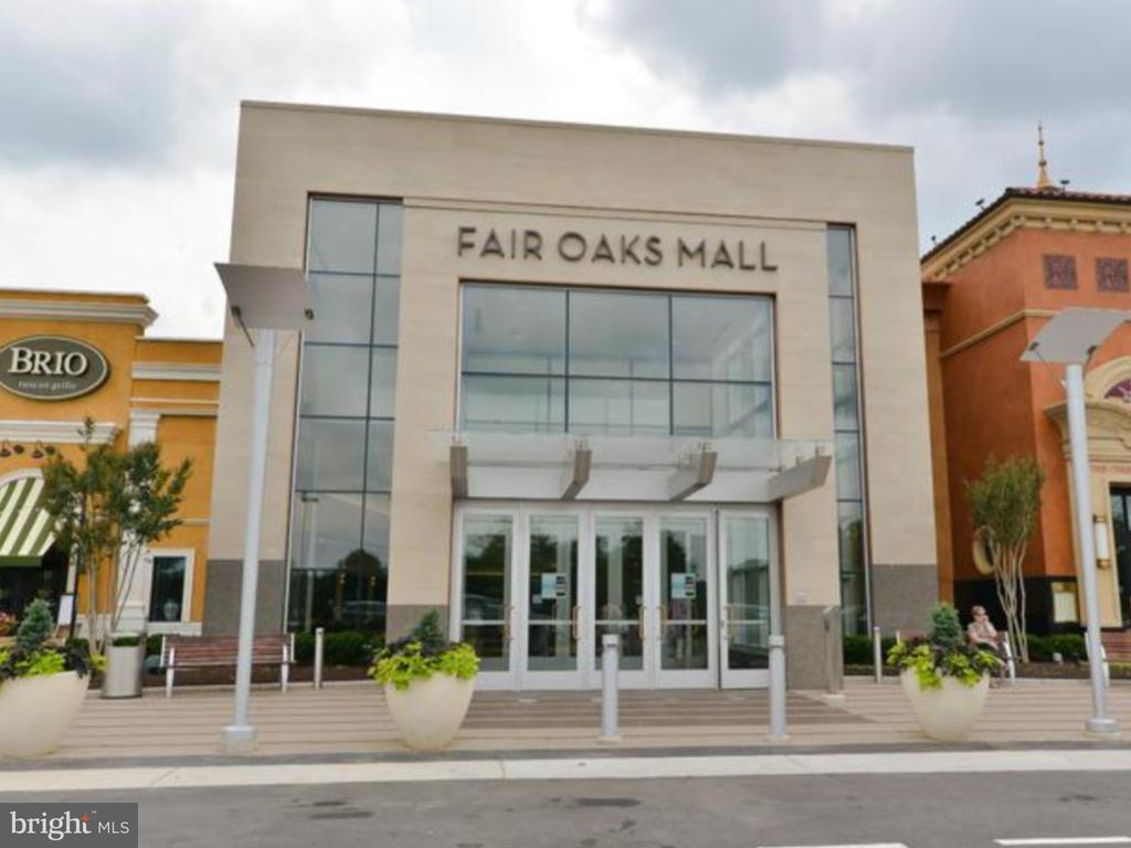 Fair Oaks  Mall - 11506 SPERRIN CIR #305, FAIRFAX