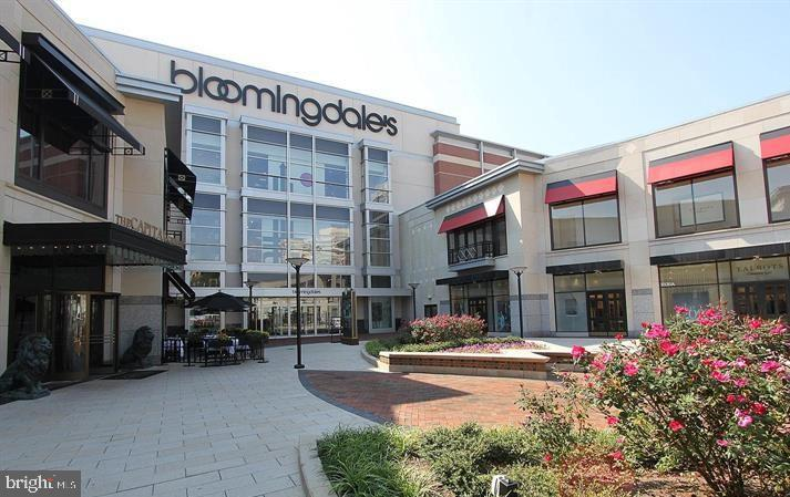 Nearby Retail - 4620 N PARK AVE #1109E, CHEVY CHASE