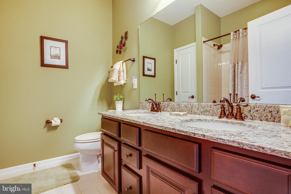 Private bath for bedroom #3 - 20 GENEVIEVE CT, FREDERICKSBURG