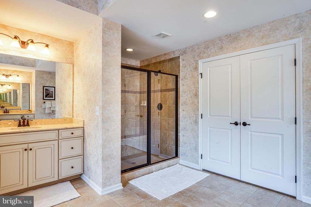 Shower has 2 shower heads & seat & beautiful tile - 20 GENEVIEVE CT, FREDERICKSBURG