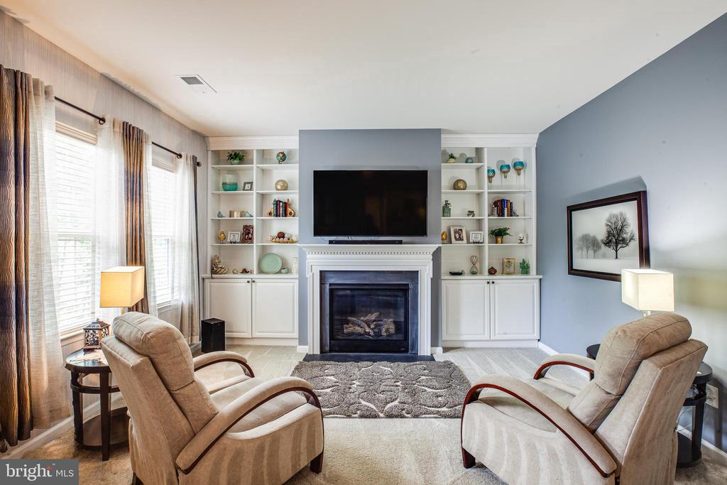 Relax by the fire in the sitting area off M BR - 20 GENEVIEVE CT, FREDERICKSBURG